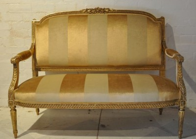 19th Century Giltwood Settee c.1870 upolstered in silk velvet